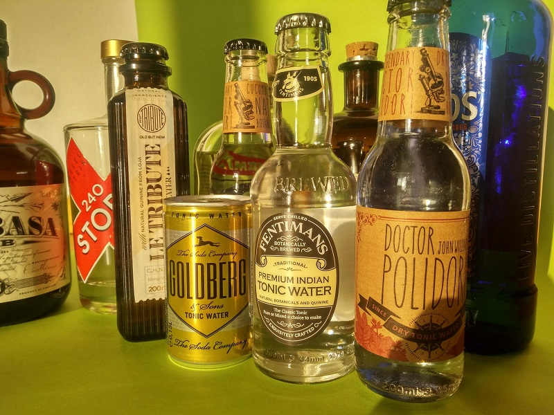 tonic-water-gin-flaschen